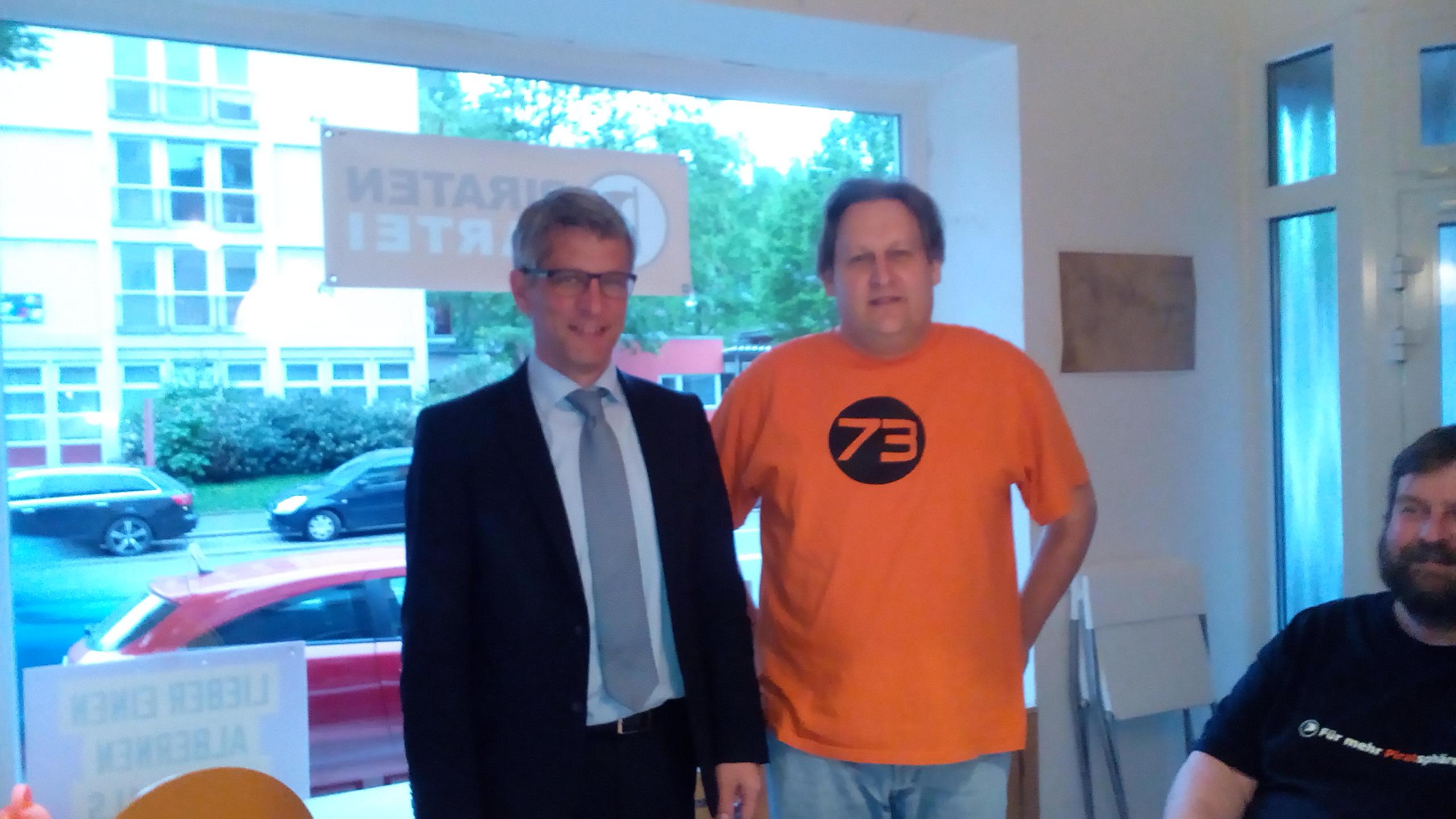 OB-Kandidat Erik O. Schulz mit Spitzenkandidat Thorsten Kiszkenow